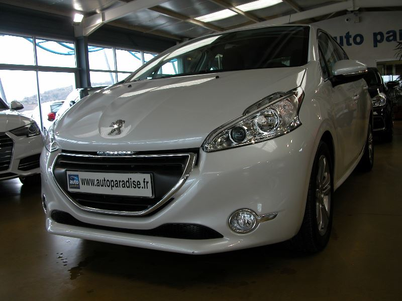 Véhicule d'occasion PEUGEOT 208 1.6 E-HDI 92 ALLURE GPS