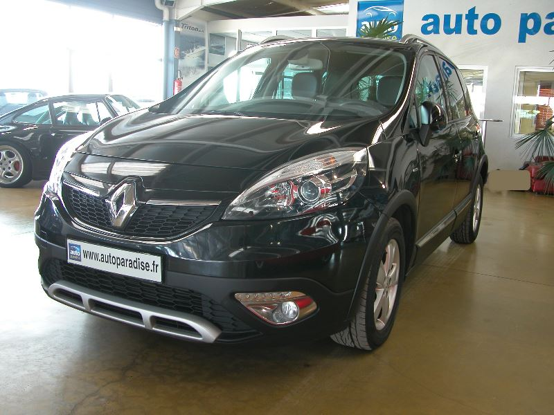 Véhicule d'occasion RENAULT SCENIC 1.5 DCI 110 BOSE XMOD
