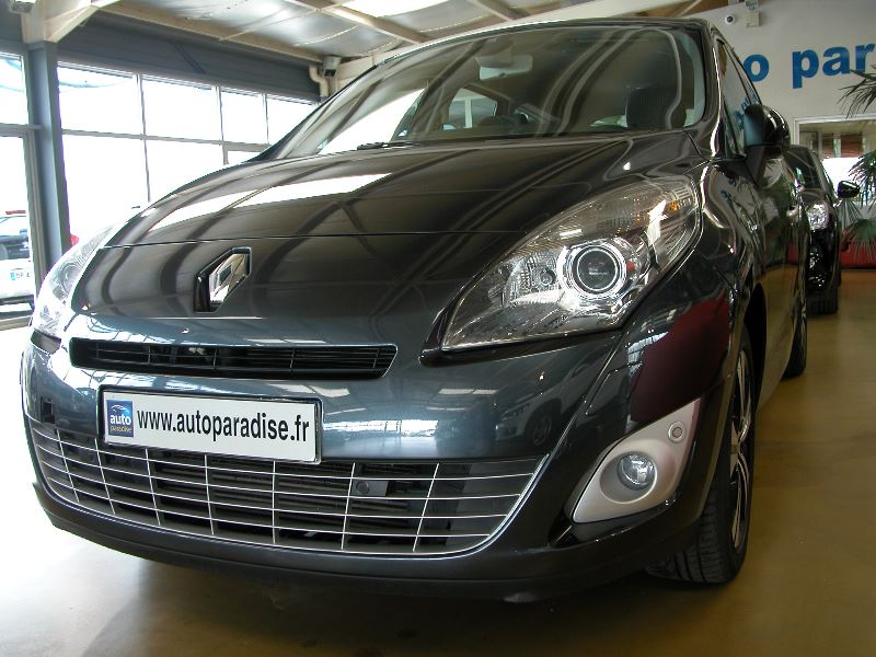 Véhicule d'occasion RENAULT GRAND SCENIC 1.9 DCI 130 BOSE