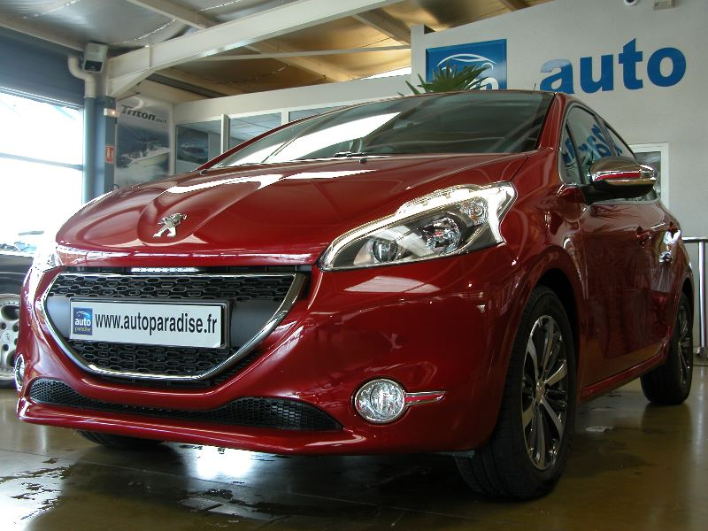 Véhicule d'occasion PEUGEOT 208  1.6 HDI 100 ALLURE